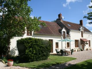 Nice Farmhouse Barn with Satellite Or Cable TV and Microwave - Valençay vacation rentals