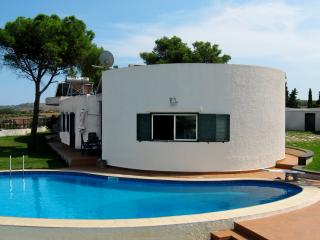 Bright 7 bedroom Villa in Brucoli - Brucoli vacation rentals