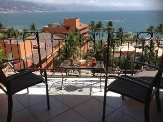 Beachfront Condo with Ocean views, Pool, Wi-fi - Puerto Vallarta vacation rentals
