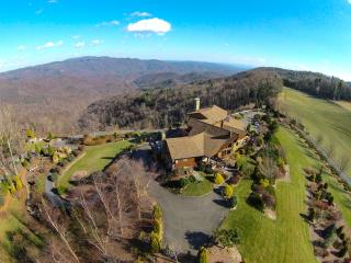PANORAMIC VIEWS: Kilkelly's 'WEST WING' Condo - Boone vacation rentals