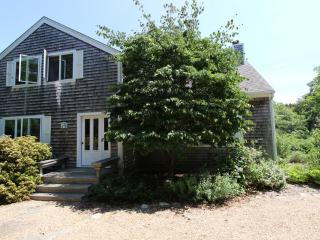 #2082 Tucked away in Chilmark full of peace and tranquility - Chilmark vacation rentals
