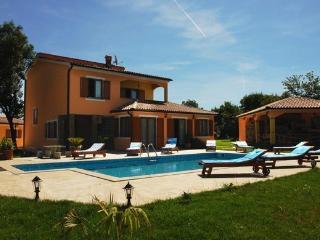 Villa Fatima with swimming pool - Valtura vacation rentals