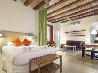 Ramblas Clock Apartment - Barcelona vacation rentals
