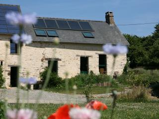 Cozy 3 bedroom Cottage in Fougeres with Internet Access - Fougeres vacation rentals