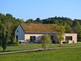 3 bedroom Cottage with Internet Access in Montbard - Montbard vacation rentals