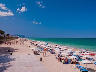 PINETA BEACH tutto incluso alloggio+vitto+spiaggia - Porto Recanati vacation rentals