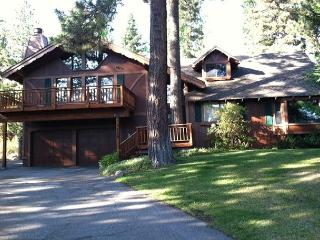 Highlands Hideaway - 3 BR w/ Hot Tub & Large Master Suite - ONLY $1400/wk - Tahoe City vacation rentals