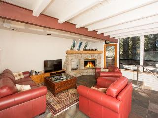 Washoe Ski Chalet - minutes to skiing at Squaw Valley w/ Hot Tub - Olympic Valley vacation rentals