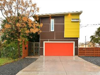 3BR/2.5BA Modern East Downtown Austin House, Sleeps 8 - Texas Hill Country vacation rentals