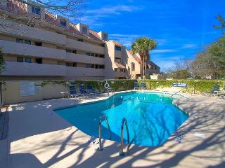 New To Market! Immaculate Shelter Cove Villa, Free Bikes, Pool, Wifi - Hilton Head vacation rentals