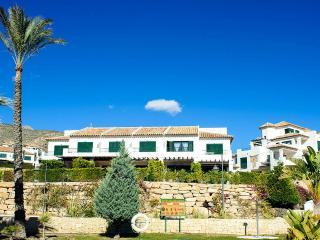 Eduardo-Quality accommodation by ResortSelector - Benidorm vacation rentals