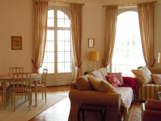 Large holiday apartment w private garden in Cannes - Cannes vacation rentals
