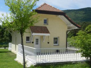 maisonnette entre lac et montagne - Valleiry vacation rentals