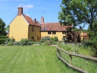 6 bedroom Farmhouse Barn with Internet Access in Bramfield - Bramfield vacation rentals