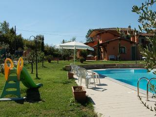 3 bedroom villa with private pool and fenced garden. Air conditioning. Wi-fi - Chiesina Uzzanese vacation rentals
