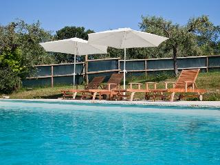 Red flat in farmhouse with pool in Montegiorgio - Montegiorgio vacation rentals