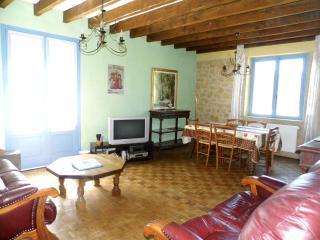Perfect Gite in Mauzens-et-Miremont with Internet Access, sleeps 6 - Mauzens-et-Miremont vacation rentals