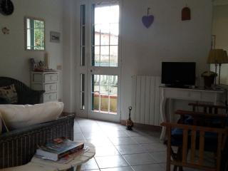 appartamento in villetta di 2 unità al piano terra - Marina Di Massa vacation rentals