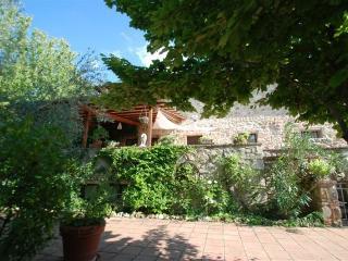La Sovrana - Sleeps 10 - Sovicelle - Private Pool - Rosia vacation rentals