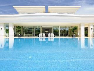 6 BEDROOM VILLA WITH PRIVATE POOL, GYM, JACUZZI AND BARBECUE – QUINTA DO LAGO - REF. GRE154211 - Quinta do Lago vacation rentals