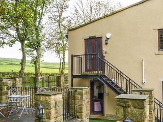 HEATHCLIFFE, ground floor apartment, underfloor heating, countryside views, near Haworth, Ref 918106 - Haworth vacation rentals