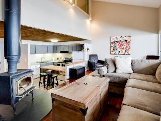 Modern ski condo close to slopes w/shared 10-person hot tub! - Crested Butte vacation rentals