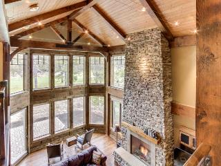 Stunning mountain lodge with private hot tub & SHARC access! - Sunriver vacation rentals