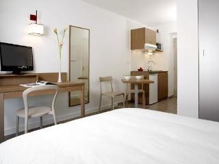 Comfortable Resort in Quimper with Deck, sleeps 4 - Quimper vacation rentals