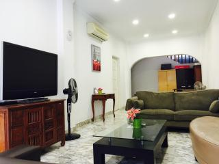 4BR house near the Centre - Singapore vacation rentals