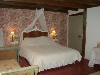 Cozy 2 bedroom Fontaine-Francaise B&B with Internet Access - Fontaine-Francaise vacation rentals