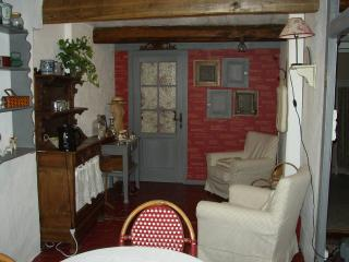 2 bedroom Bed and Breakfast with Internet Access in Fontaine-Francaise - Fontaine-Francaise vacation rentals