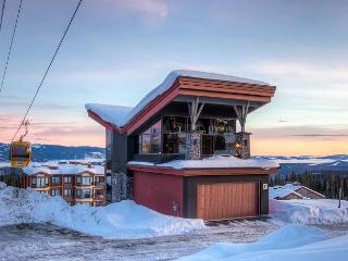 The Edge 21 is a Stunning and Innovative Ski Home in Big White - Big White vacation rentals