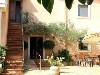 Agriturismo Borgo Levante - Rosso 2 posti - Catania vacation rentals