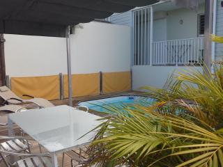 villa piscine le mapou vue mer pour 6 a 8 pers - Guadeloupe vacation rentals