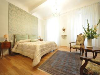 KALYPSO - LUXURY APARTMENT IN FLORENCE'S HEART - Florence vacation rentals