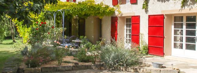 Romantic 1 bedroom B&B in Eyragues - Eyragues vacation rentals