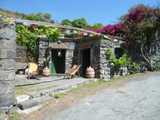 antica casa di pietra sul mare - Carruba vacation rentals