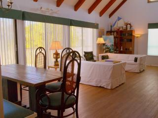 Perfect 3 bedroom Anna Maria House with Deck - Anna Maria vacation rentals