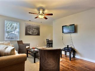 Executive 2 BR / 1 BA Savannah Home - Savannah vacation rentals