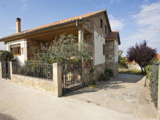 Beautiful House with Internet Access and Washing Machine - La Rinconada de la Sierra vacation rentals