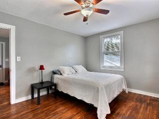 Executive 1BR/1BA - Free Wifi, Parking, Pets Ok - Savannah vacation rentals