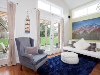Victoria LOFT: An Urban Sanctuary in Fernwood - Victoria vacation rentals