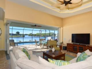 Gorgeous House with Internet Access and Hot Tub - Port Charlotte vacation rentals