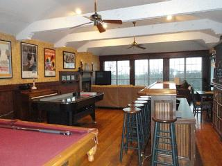 4400 Sq Ft 5/5 Retreat on a Park W/Pool, Huge Bar - Texas Prairies & Lakes vacation rentals