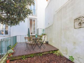 Sunny Old Town Flat with Garden - Costa de Lisboa vacation rentals