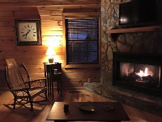 Cozy & Comfortable Cabin. Hot tub. Wifi. Fire pit. - Blue Ridge vacation rentals