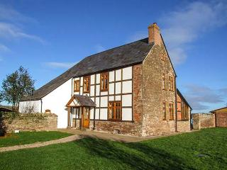 BOLSTONE COURT, detached farmhouse renovation, feature beams, inglenook fireplaces, woodburners, en-suites, WiFi, in Bolstone, Ref 28256 - Bolstone vacation rentals
