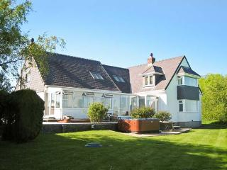GROESLON, spacious, luxury accommodation, pet-friendly, in Penmynydd, Ref. 18544 - Llanfairpwll vacation rentals