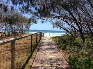 2-Bedroom Unit Across Rd from Gold Coast Beaches - Broadbeach vacation rentals