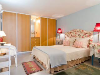 Villa do Vale East Apartment - Portimão vacation rentals